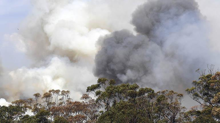 Vientos huracanados generan en Australia un gigantesco