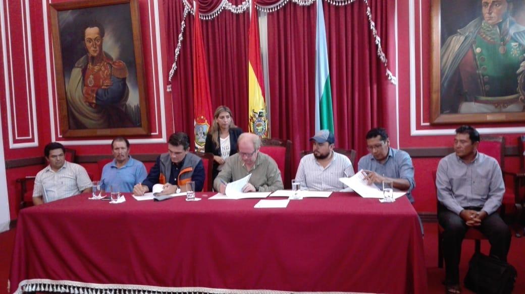 """Alcalde asegura que Tarija encara obras históricas con """"menos recursos"""""""