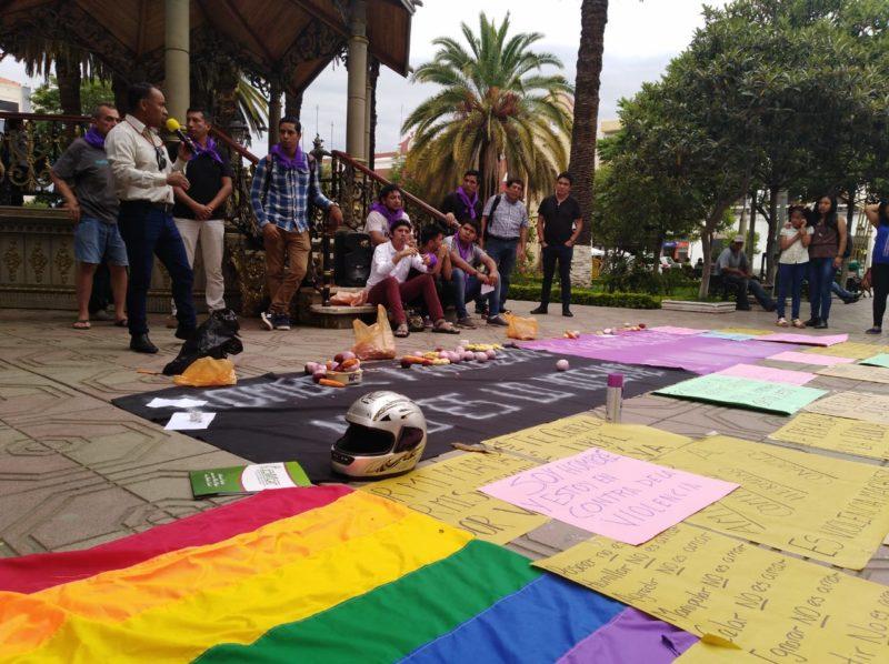 Hombres de Tarija se manifiestan en repudio a la violencia, el machismo y el feminicidio