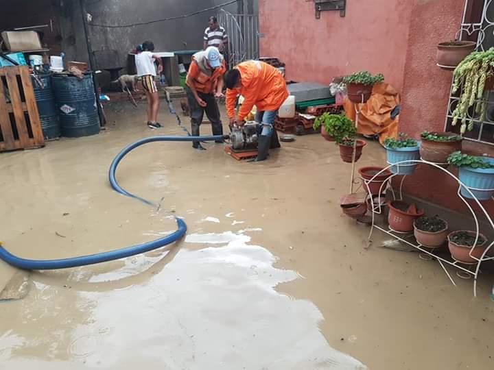 Vecinos reportan anegamiento en sus viviendas por fuerte lluvia con granizo en Tarija