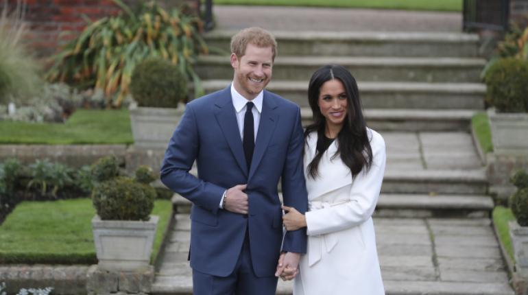 Una polémica biógrafa real asegura que sabe por qué la reina Isabel le permitió a Harry casarse con Meghan Markle