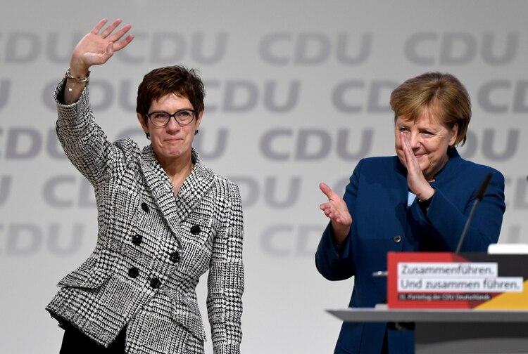 La sucesora de Angela Merkel renunció a su candidatura a canciller de Alemania