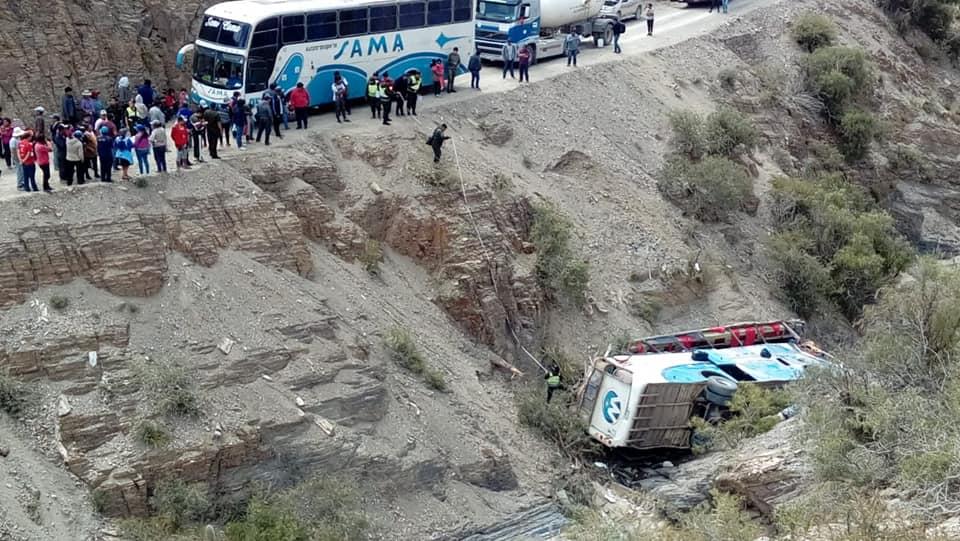 Bus Sama se embarranca y deja 31 heridos en carretera Tarija – Villazón