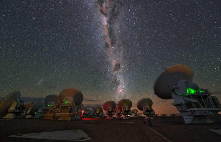 Descubrieron una misteriosa señal de radio que llega a la Tierra desde una galaxia que está a 500 millones de años luz