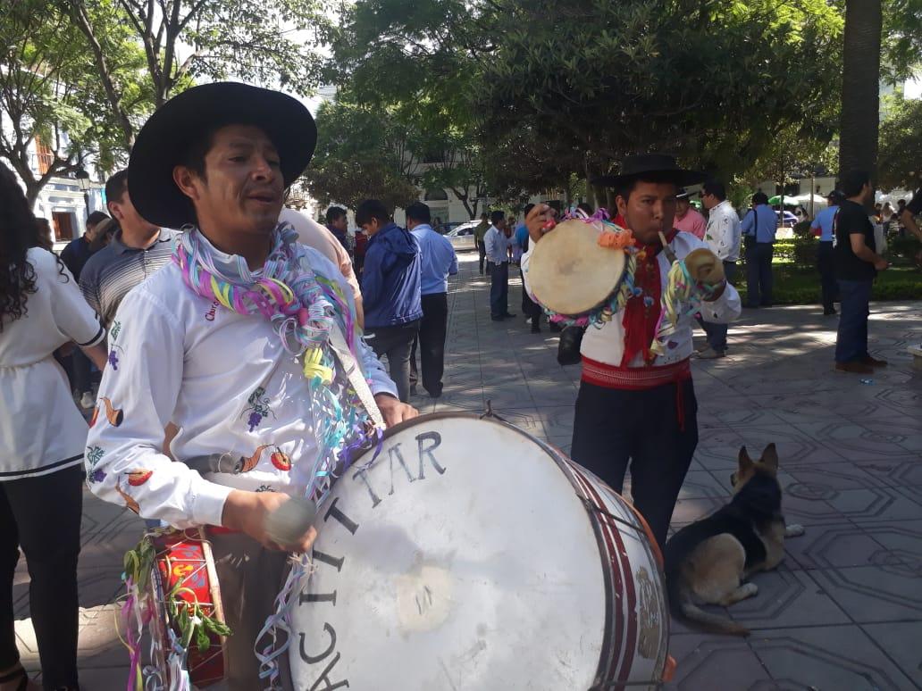Población celebra con gran algarabía el Jueves de Compadres en Tarija