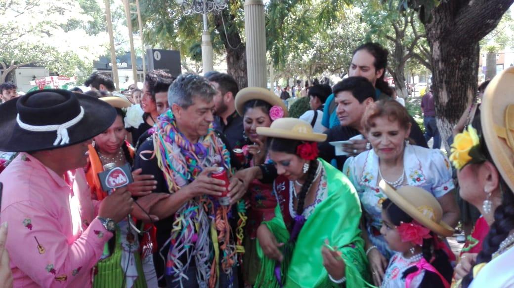 Mario Cossío festeja Compadres en Tarija tras más de 10 años en el exilio
