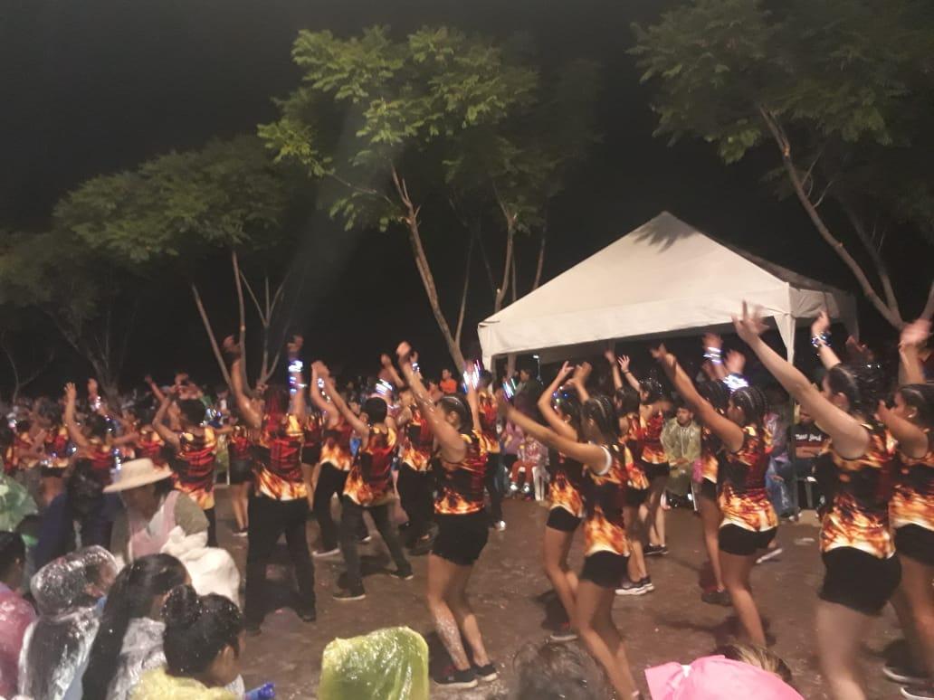 Colorido y alegría de los bailarines deleitaron al público en el Corso de Mayores en Tarija