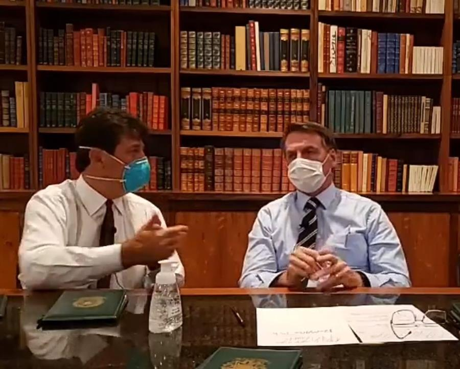 """Bolsonaro dijo que el brasileño """"no se contagia"""" de coronavirus porque """"bucea en alcantarillas y no le pasa nada"""""""