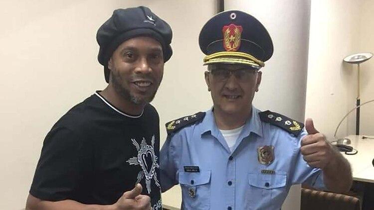 Las fotos de Ronaldinho que desataron un nuevo escándalo