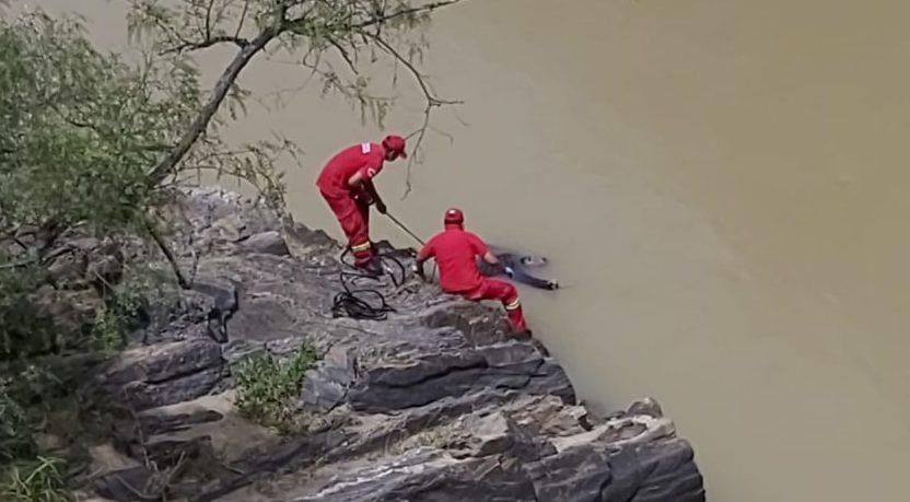 Bomberos rescatan el cuerpo de pescador que se ahogó en río Guadalquivir de Tarija