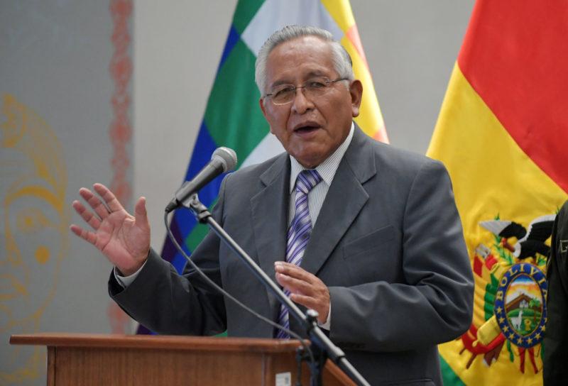 Cárdenas dice que halló y desbarató grupos de choque del MAS en su ministerio