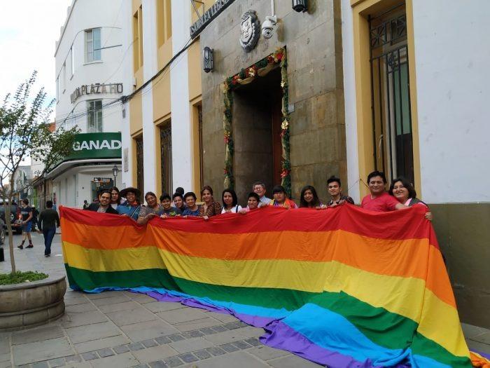 LGBT de Tarija protesta contra el Gobierno tras no ser incluido en la entrega de la canasta