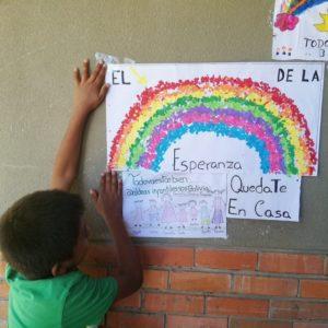 Con un arcoíris, los niños de Aldeas SOS Tarija invitan a la campaña #TodoVaAEstarBien