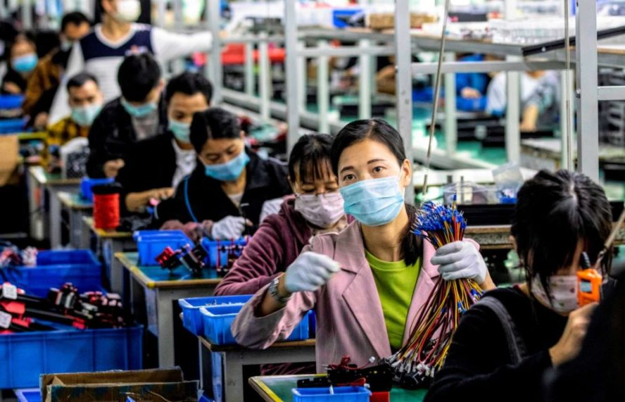 Autoridades chinas confinan a medio millón de personas cerca de Pekín por el coronavirus