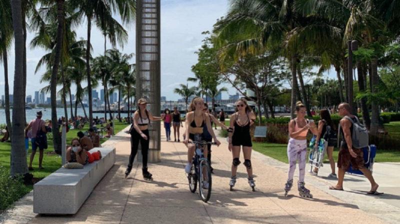 EEUU: Se cuadruplicaron los casos de COVID-19 en Florida y los hospitales se preparan para la cuarta ola