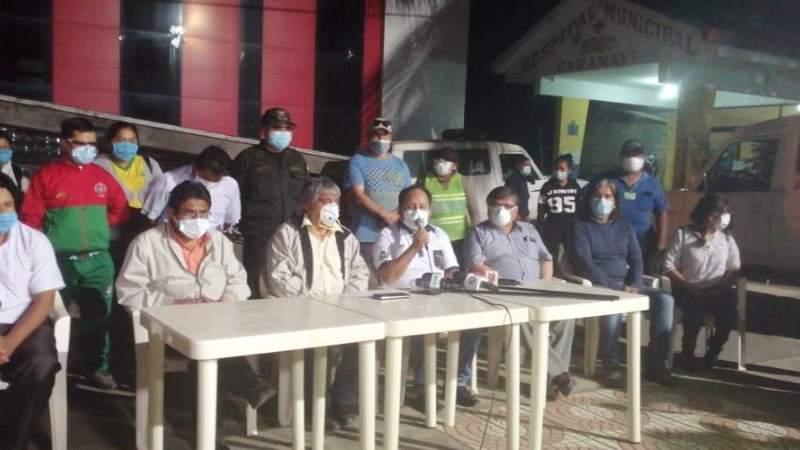 Entre pañuelos, banderas blancas y pedidos de disculpa, retorna la brigada médica a Caranavi
