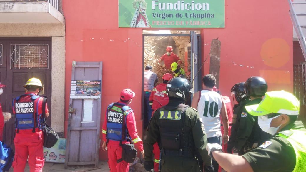 Personas quedan atrapadas tras el colapso del techo de una vivienda en Tarija
