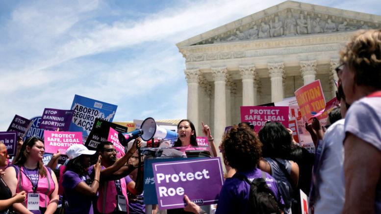 La Corte Suprema de EEUU invalidó una ley estatal que buscaba restringir el aborto