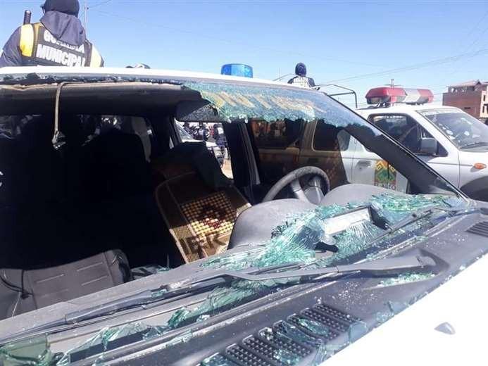 Ataque a una caravana de vehículos de la Intendencia de El Alto deja 11 funcionarios heridos