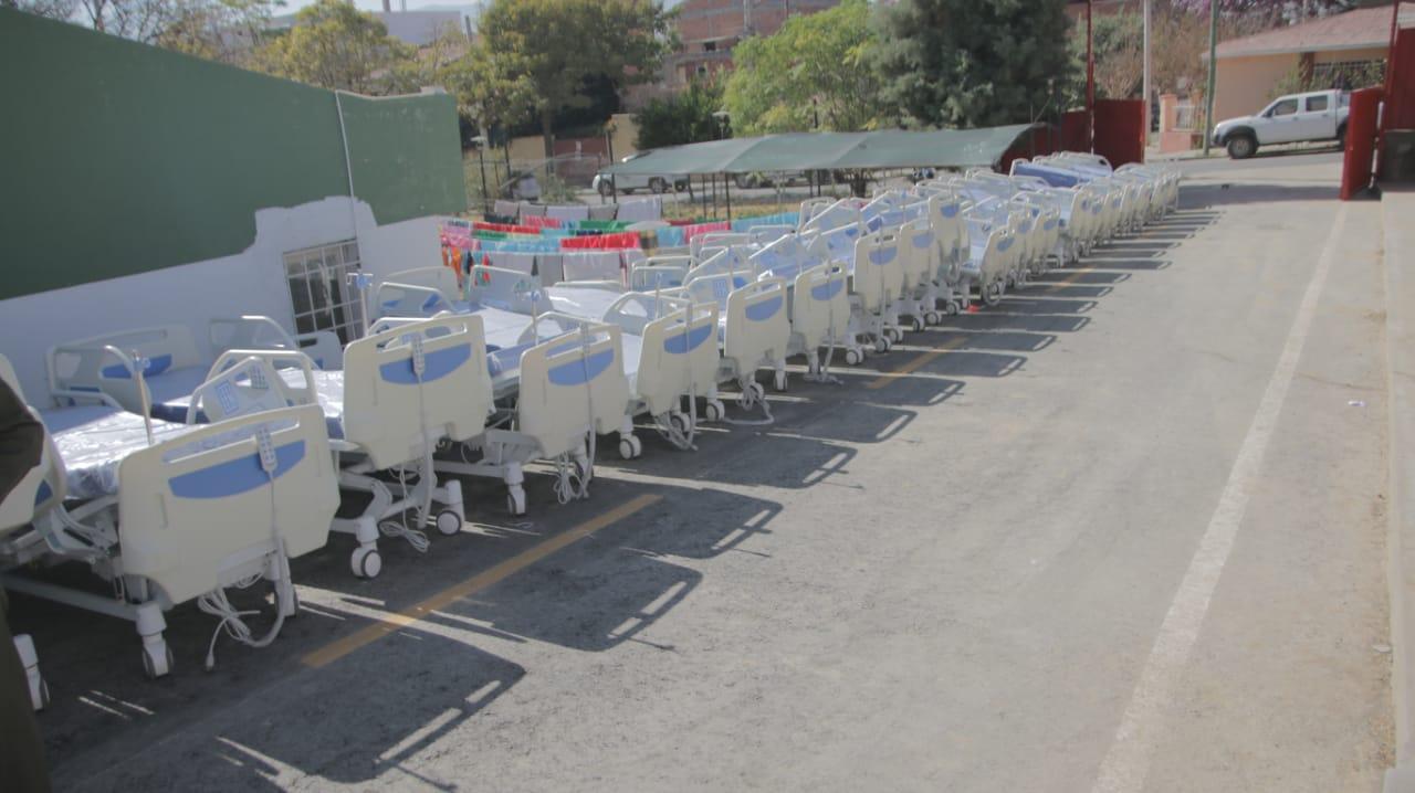 Gobernador entrega 25 camas de Terapia Intensiva para la sala Covid del hospital de Tarija