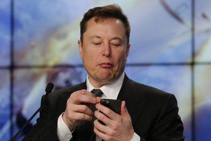 Elon Musk, CEO y fundador de Tesla, alimenta las teorías conspirativas alrededor del coronavirus: habló sobre los cuatro test que se hizo en un día
