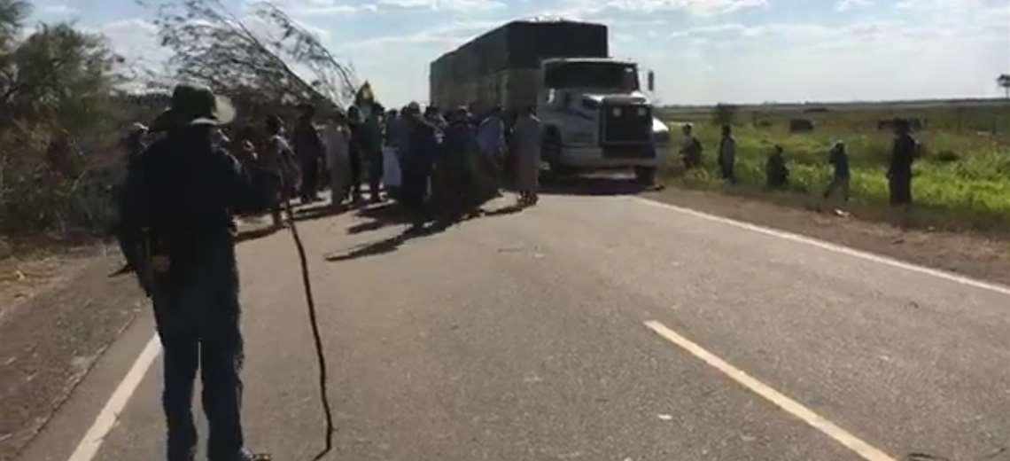 En San José, cívicos y pobladores desbloquean la carretera