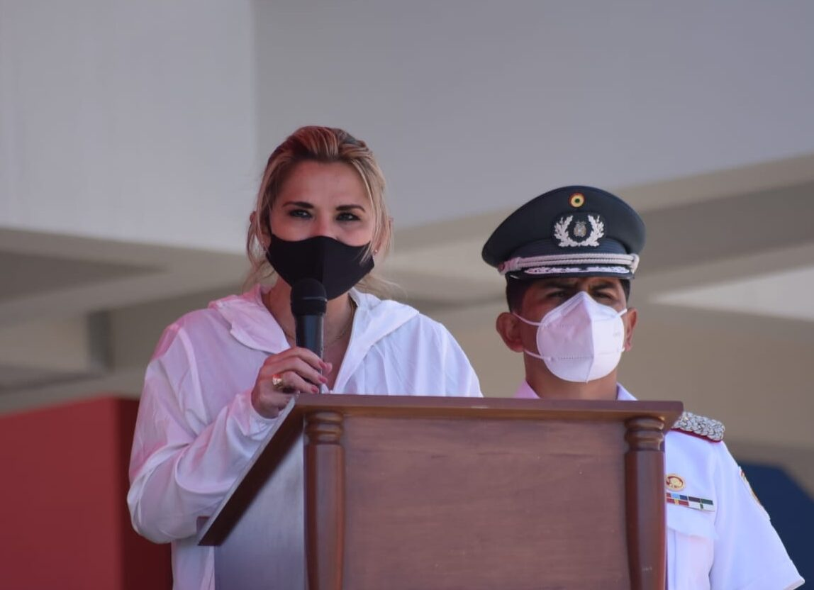 Añez dice que le preocupa si Carlos Mesa podrá frenar al MAS y Evo Morales