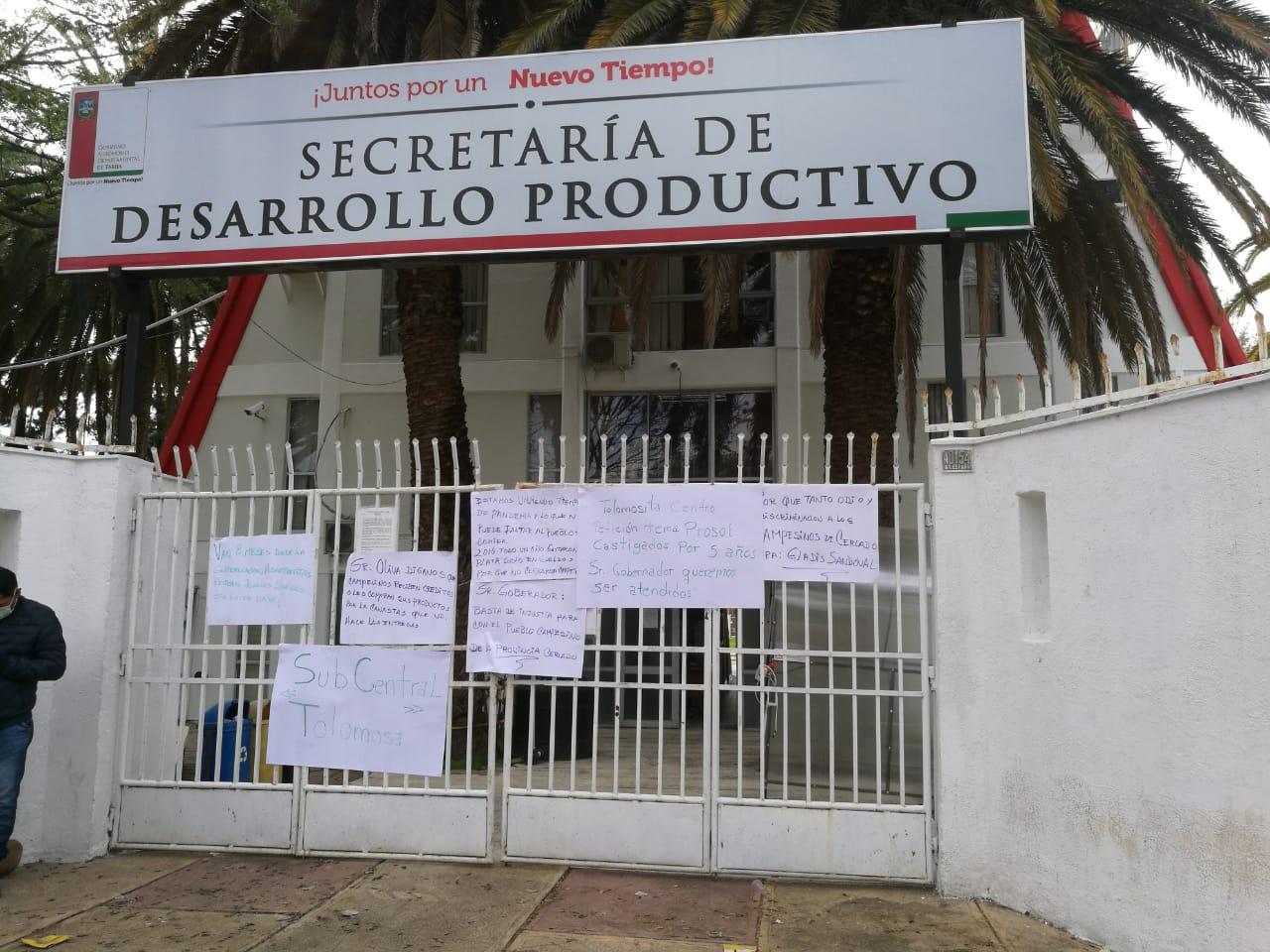 Campesinos de Tarija toman la Secretaría de Desarrollo Productivo pidiendo el Prosol