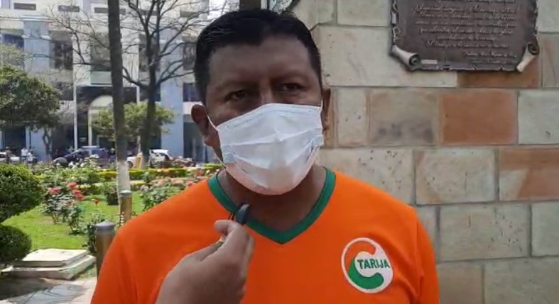 Edwin Rosas señala que el MAS solo demuestra incapacidad al no asistir a los debates