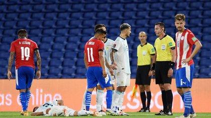 En un partido cargado de polémicas Argentina igualó 1-1 ante Paraguay
