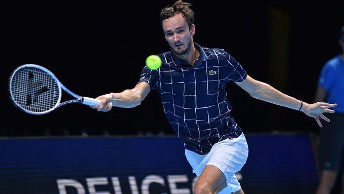 Daniil Medvedev aplastó a Stéfanos Tsitsipás y jugará la final del Australian Open ante Novak Djokovic