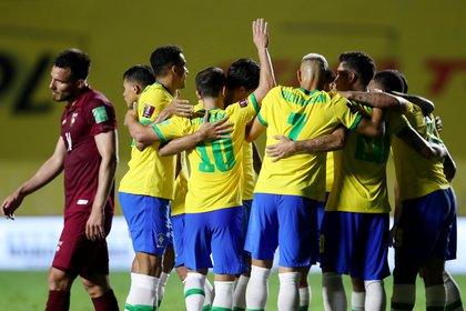 Con la baja de Luis Suárez, Uruguay recibe a un Brasil que es único líder y está invicto en las Eliminatorias