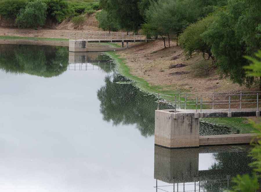 Vecinos de Tarija dan a conocer que más de 20 barrios siguen consumiendo agua de las quebradas