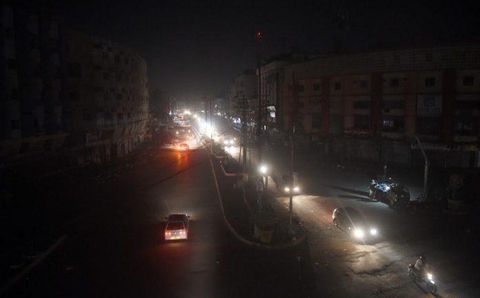 Un enorme apagón dejó a oscuras a todo Pakistán