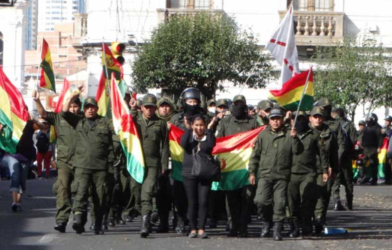 Dirigente de policías dice que el Comandante debe defenderlos ante denuncia por motín