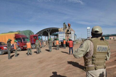 Contrabandistas embisten vehículo oficial, matan a funcionario aduanero y hieren a dos militares