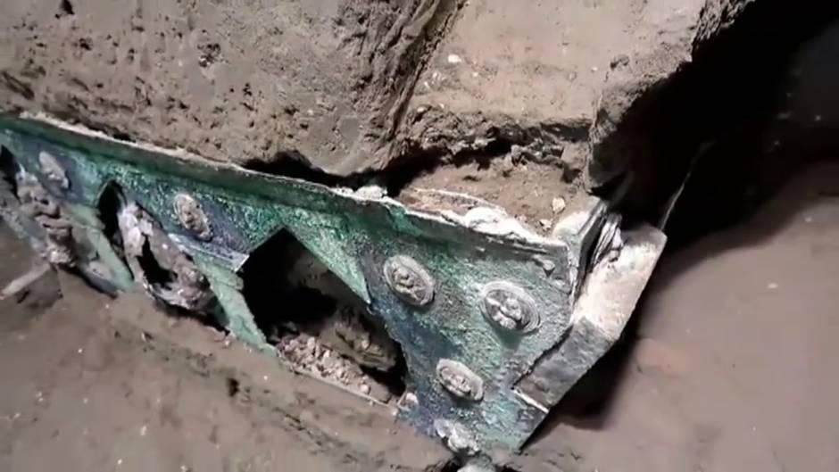 Otro gran descubrimiento en Pompeya: hallaron una carroza ceremonial romana casi intacta