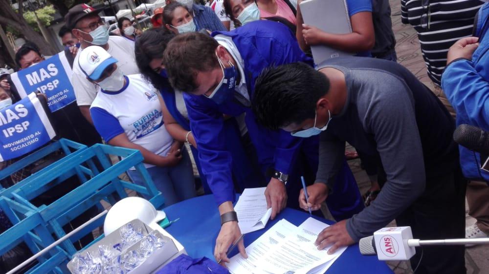 Rodolfo Meyer suma apoyo de carpinteros y fabricantes de muebles con miras a las subnacionales en Tarija
