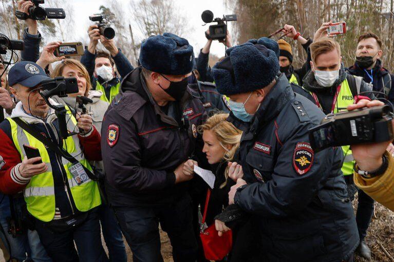 Rusia arrestó al corresponsal de la CNN en Moscú y a un grupo médicos que exigían ver al opositor Alexei Navalny