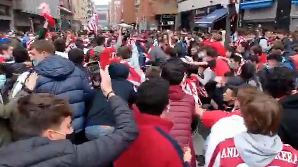Aglomeraciones, batalla contra la policía y preocupación por el coronavirus: caos en Bilbao en la previa de la final de la Copa del Rey