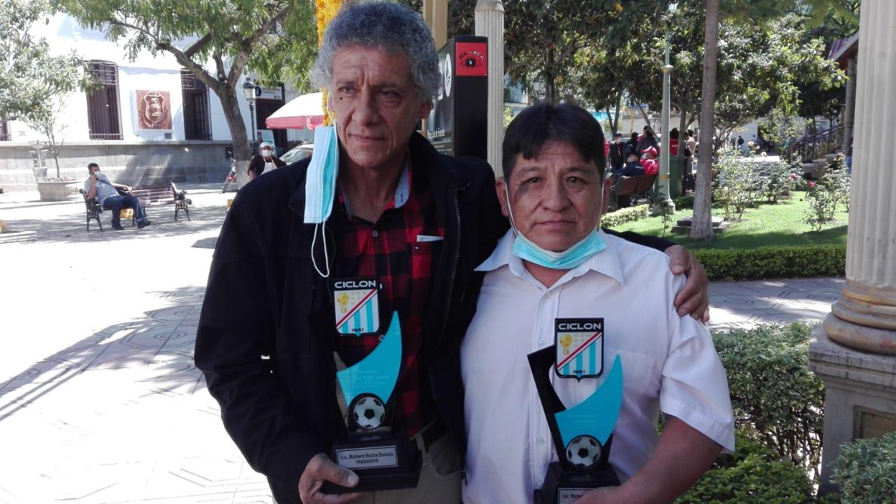 Richard Rocha asume la presidencia de Ciclón de Tarija y entrega reconocimiento a Fernando Salinas