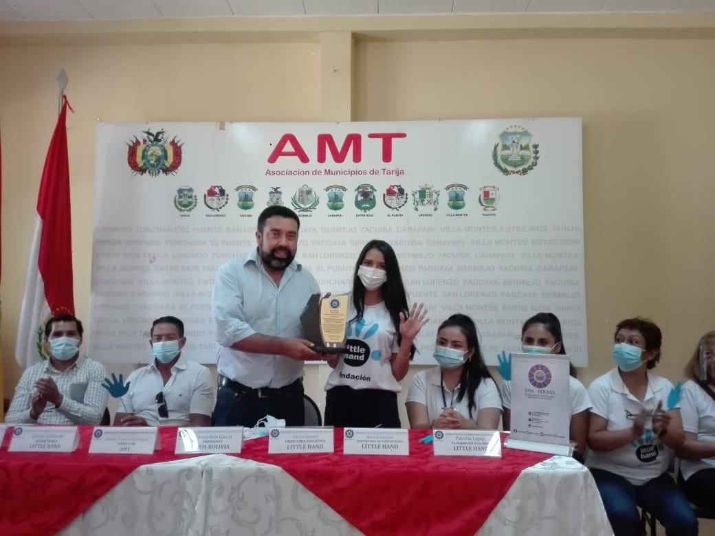FAM a la cabeza de Álvaro Ruiz realiza un reconocimiento a Little Hand por su aporte a la sociedad en Tarija