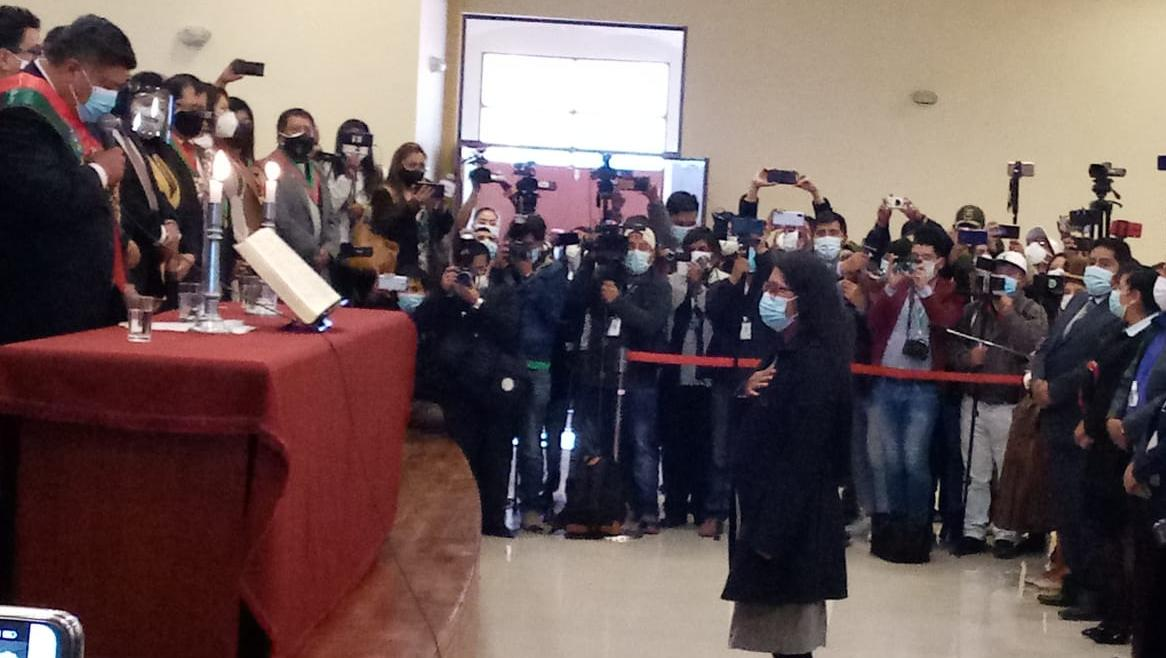 Eva Copa jura como alcaldesa de El Alto