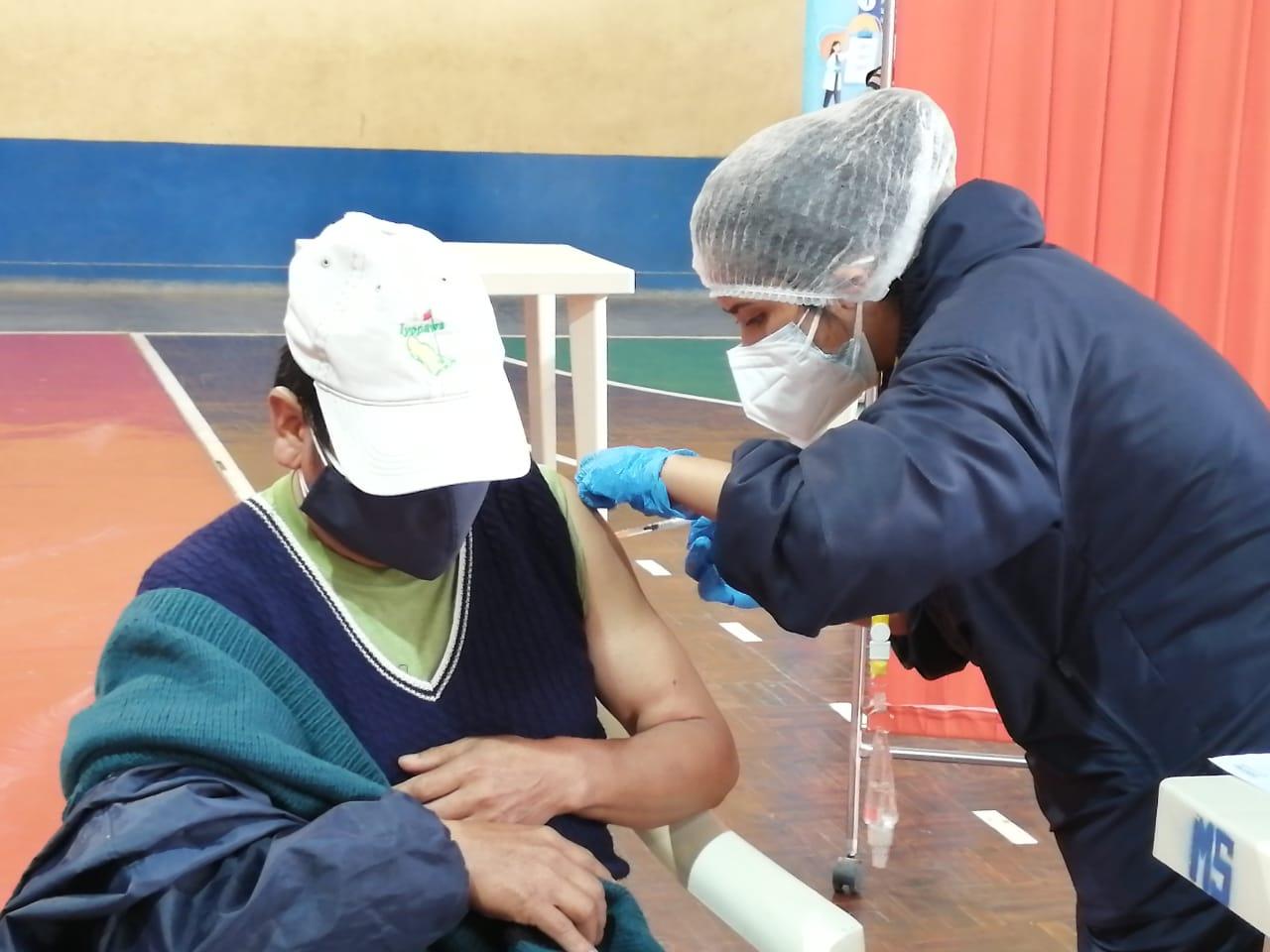 Alcaldía intensifica vacunación masiva en la provincia Cercado