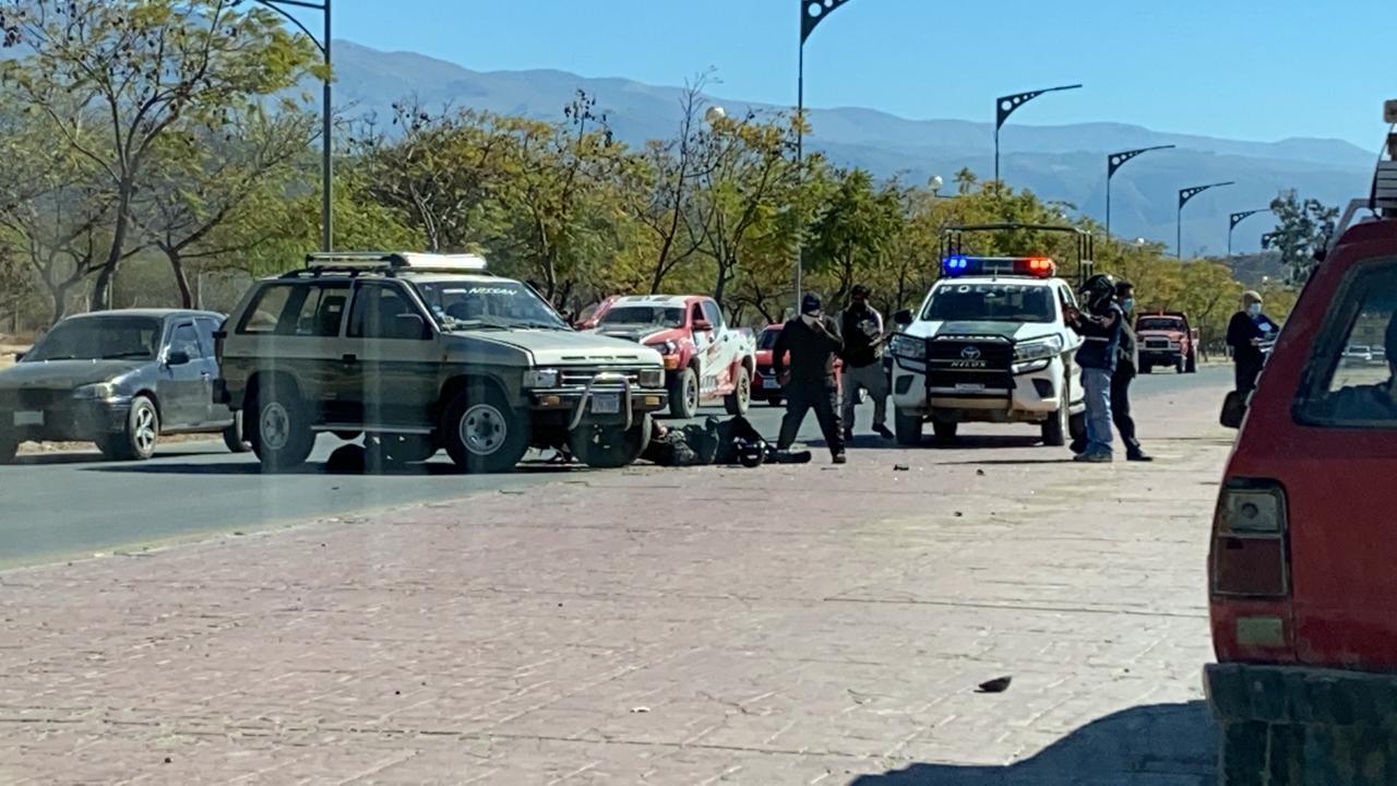 Colisión entre vagoneta y motocicleta deja a un Policía herido en Tarija