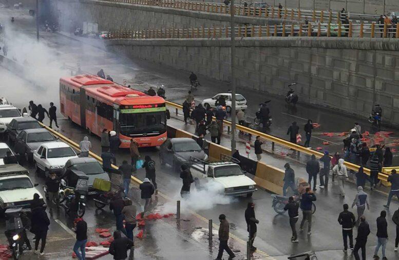 Recrudecen las protestas por la falta de agua en Irán: al menos tres muertos