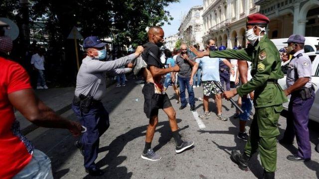 """""""Desaparecidos #SOSCuba"""": la campaña impulsada por los manifestantes para localizar a detenidos incomunicados"""