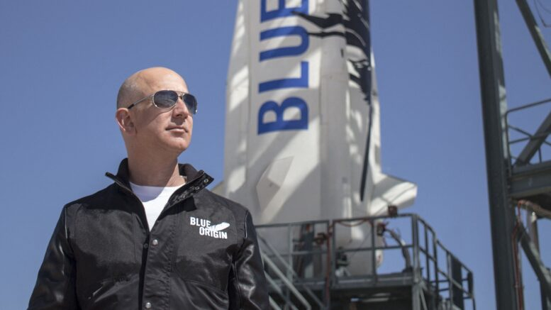 Jeff Bezos realizó con éxito el primer vuelo al espacio con la nave New Shepard