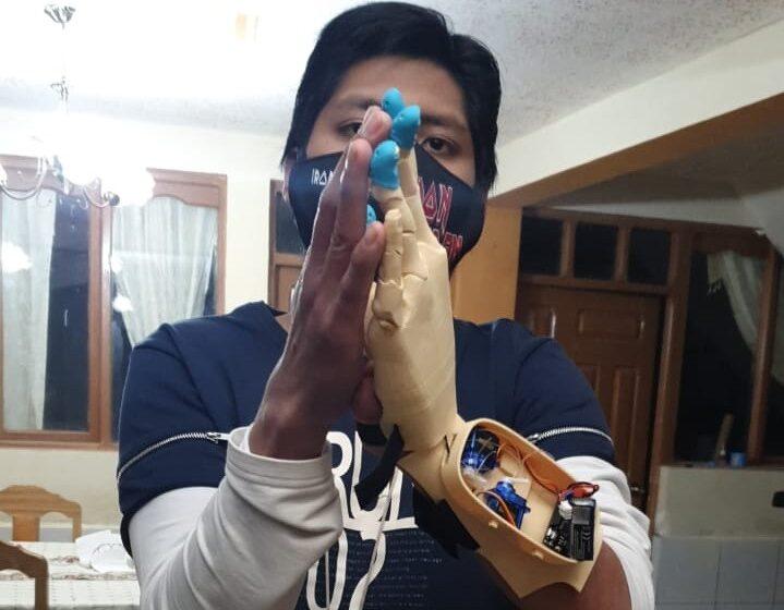 Joven boliviano fabrica prótesis para personas con discapacidad