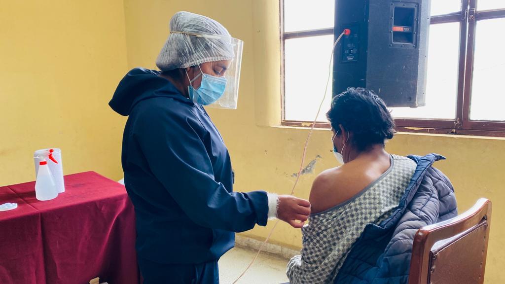 Maestros de Tarija alcanzan el 80% de vacunación de acuerdo a informe nacional